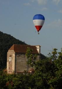 Neuhaus mit Ballon